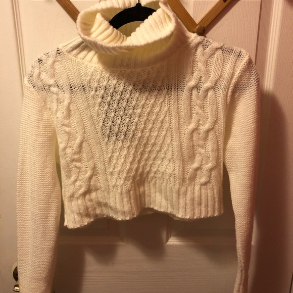 NWT Pretty Little Thing cropped turtleneck sweater